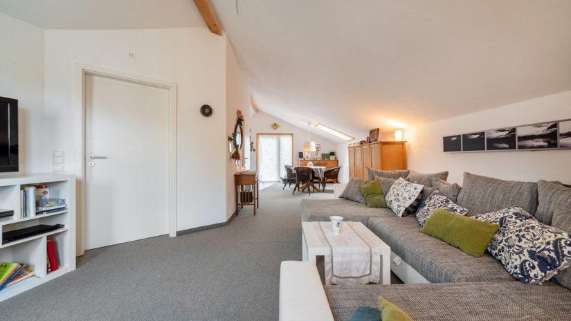 Wohnzimmer-Foto einer Verkaufs-Immobilie