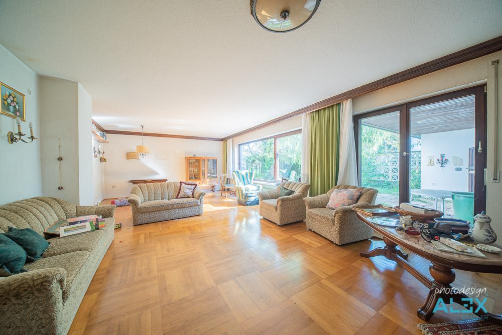 Wohnzimmer vor digitalem Home Staging
